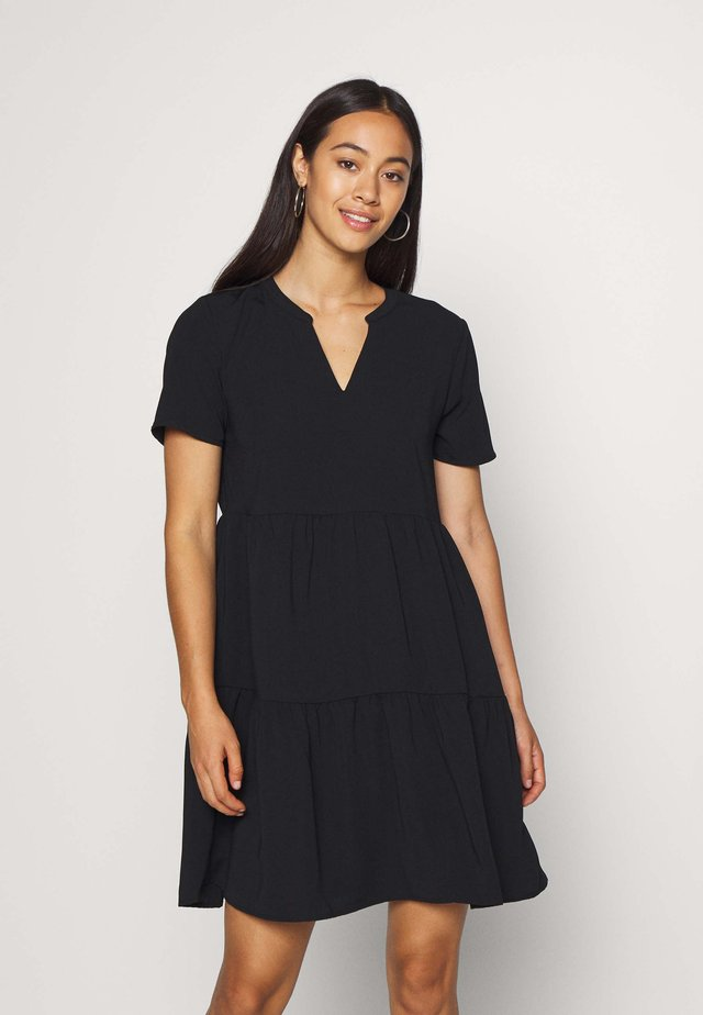 JDYLION LAYER DRESS - Vapaa-ajan mekko - black
