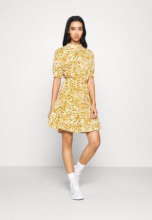 JDYLION HIGHNECK DRESS - Korte jurk - cement