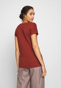 JDY - JDYLOUISA LIFEFOLD UP TOP - T-shirts - bordeaux - 2