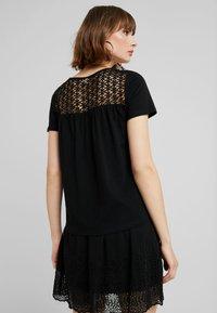JDY - JDYCELINA TOP CROCHET - Print T-shirt - black - 2