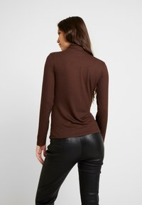 JDY - JDYCA MINI ROLLNECK  - Topper langermet - chicory coffee - 2