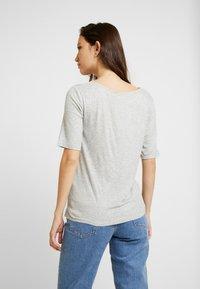 JDY - JDYCA MINI  - T-shirt med print - light grey melange - 2