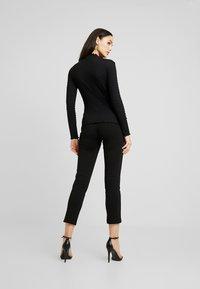 JDY - JDYSHILDA HIGHNECK - Bluzka z długim rękawem - black - 2