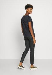 JDY - Camiseta estampada - black - 2