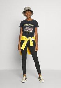 JDY - Camiseta estampada - black - 1