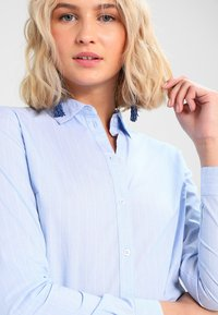 JDY - JDYMIO - Button-down blouse - blue/cloud dancer - 4
