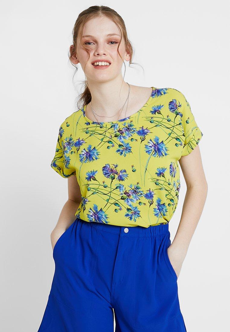 JDY - JDYTRICK TREATS FOLD UP - Bluse - celery/blue