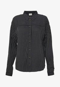 black/cloud dancer stripe