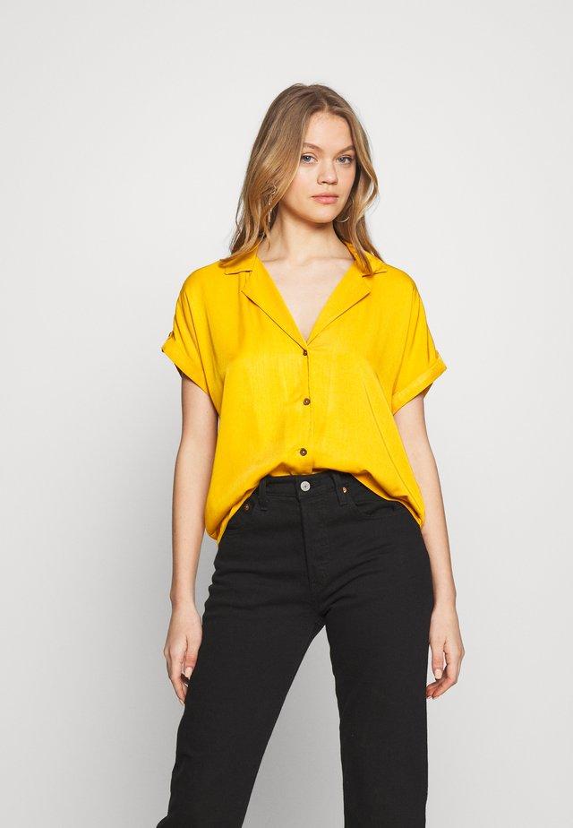 JDYSKYLAR - Skjortebluser - golden yellow