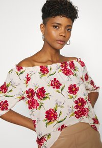 JDY - JDYSTARR LIFE 3/4 OFFSHOULDER - Blouse - shell/barbados cherry big flower - 3