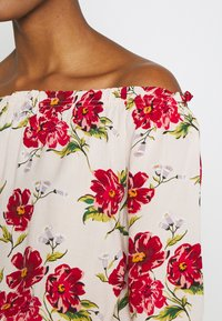 JDY - JDYSTARR LIFE 3/4 OFFSHOULDER - Blouse - shell/barbados cherry big flower - 5