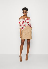 JDY - JDYSTARR LIFE 3/4 OFFSHOULDER - Blouse - shell/barbados cherry big flower - 1