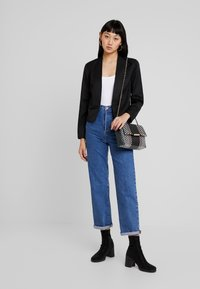 JDY - JDYCARTER TREATS - Blazer - black - 1
