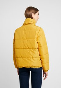 JDY - JDYFLEUR PADDED JACKET - Lehká bunda - harvest gold - 2