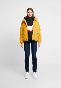 JDY - JDYFLEUR PADDED JACKET - Lehká bunda - harvest gold - 1