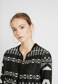 JDY - JDYFLACA CARDIGAN - Cardigan - black/cloud dancer - 5