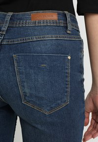 JDY - JDYMAGIC - Jeans Skinny Fit - medium blue denim - 5