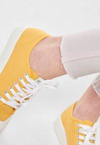 JDY - NEW FIVE REG ANKLE - Jeans Skinny Fit - shrinking violet - 3