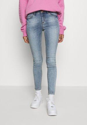 JDYCAROLA - Skinny džíny - light blue denim