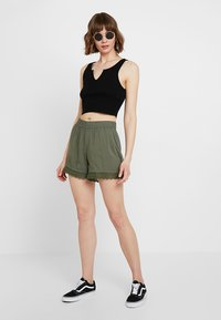 JDY - Shorts - thyme - 1