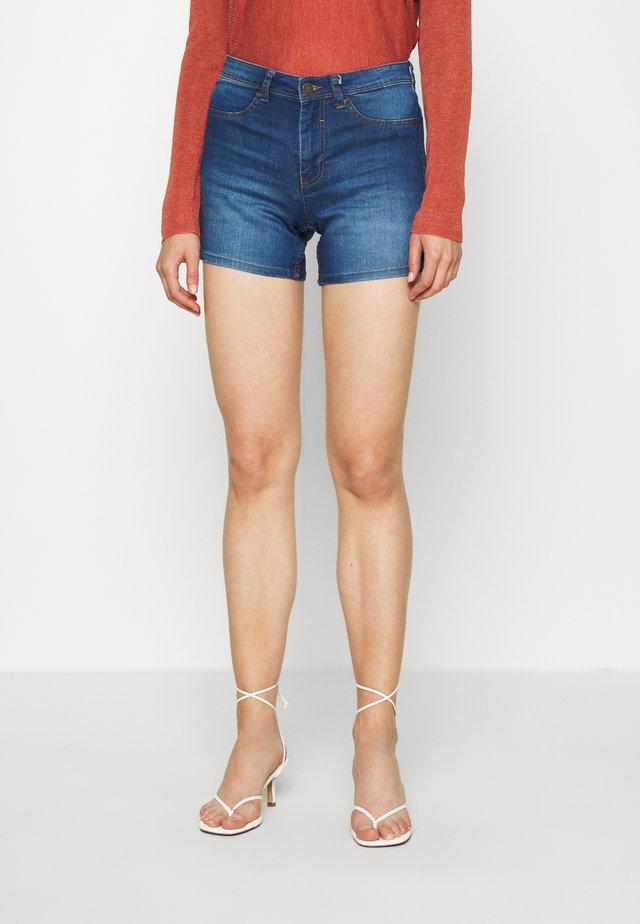 JDYNIKKI TREATS MIX - Jeans Short / cowboy shorts - medium blue denim