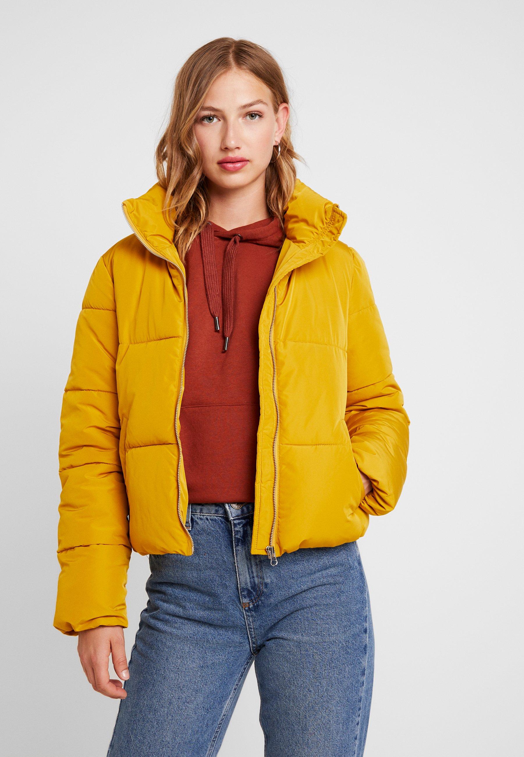 Złote Kurtki zimowe damskie mogą być stylowe! Odkryj te w