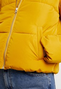 JDY - Zimní bunda - harvest gold - 5