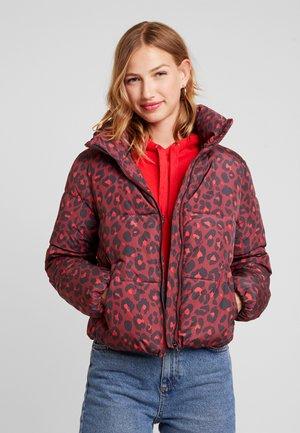 JDYERICA PADDED JACKET - Vinterjakke - pomegranate leo