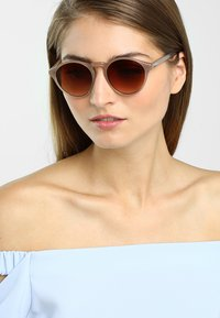 Komono - DEVON   - Okulary przeciwsłoneczne -  sahara - 1