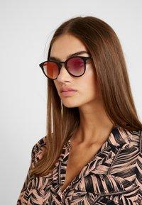 Komono - HOLLIS - Sluneční brýle - black - 3