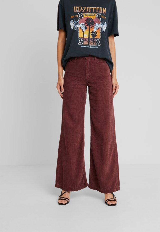 JANE - Spodnie materiałowe - rust