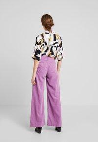 Kings Of Indigo - JANE - Spodnie materiałowe - lilac - 2