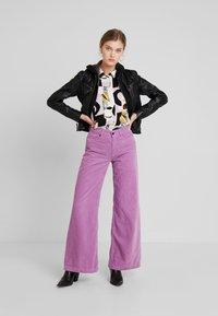Kings Of Indigo - JANE - Spodnie materiałowe - lilac - 1