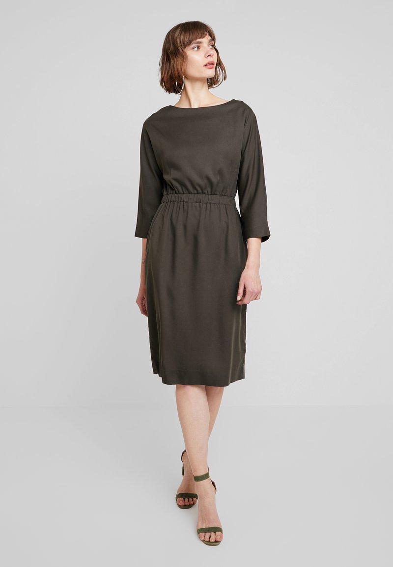 Kings Of Indigo - MAJESTA - Sukienka letnia - olive drab