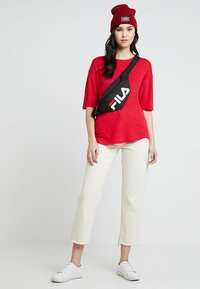 Kings Of Indigo - BILLIE - T-shirt basic - lipstick red - 1