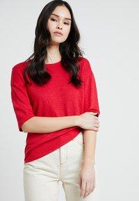 Kings Of Indigo - BILLIE - T-shirt basic - lipstick red - 0