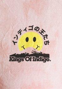 Kings Of Indigo - MIRO - Triko spotiskem - tie dye pink - 4