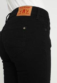 Kings Of Indigo - JUNO - Slim fit jeans - stay black - 3