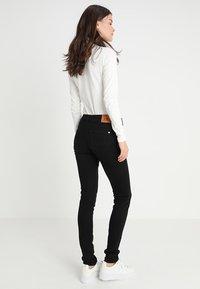 Kings Of Indigo - JUNO - Slim fit jeans - stay black - 2