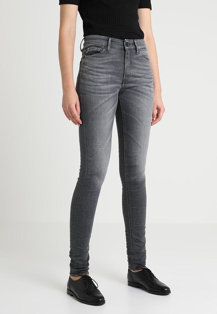 Kings Of Indigo - JUNO HIGH - Jeans Slim Fit - tinted dirt grey