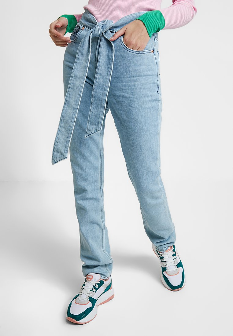Kings Of Indigo - KIMBERLEY BELTED - Slim fit jeans - light blue denim