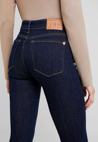 Kings Of Indigo - JUNO HIGH - Slim fit jeans - myla rinse - 5