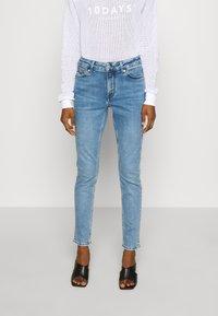 Kings Of Indigo - JUNO HIGH - Jeans Slim Fit - light-blue denim - 0