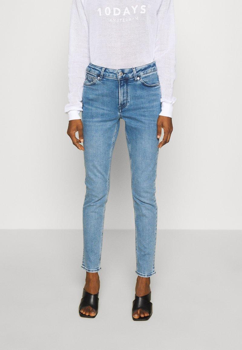 Kings Of Indigo - JUNO HIGH - Jeans Slim Fit - light-blue denim