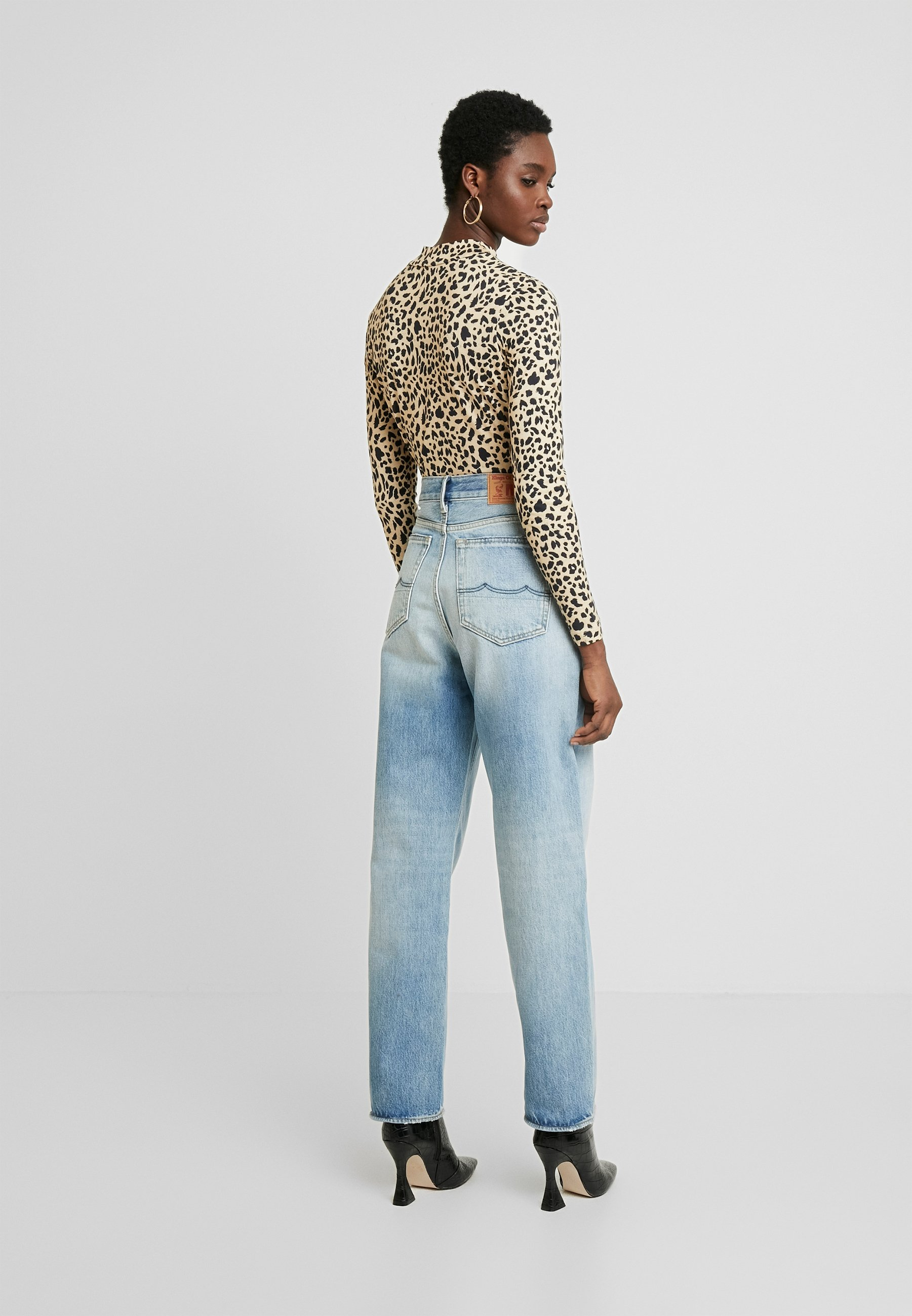 Kings Of Indigo ALICE - Jeansy Relaxed Fit - vintage light blue