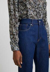 Kings Of Indigo - YAMA - Jeans straight leg - rinsed denim - 4