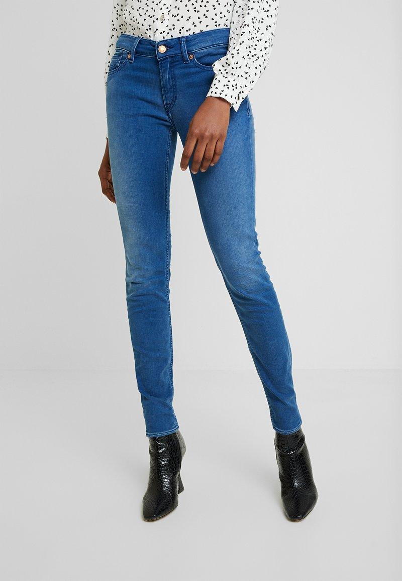 Kings Of Indigo - JUNO - Jeans Slim Fit - veggie warp mid stone