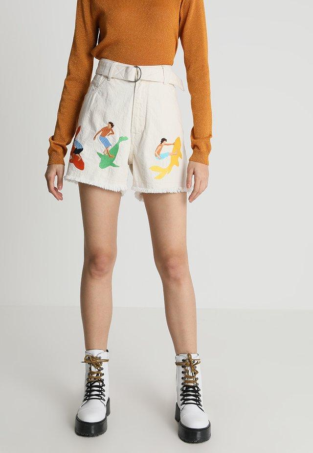 ALICE BELTED  - Denim shorts - ecru