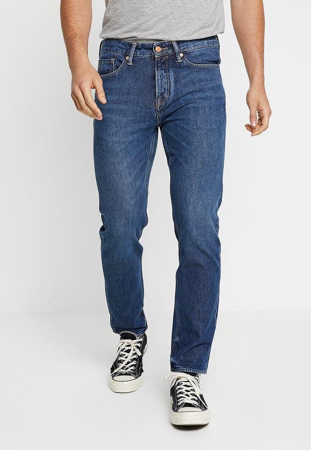 DANIEL - Jeans Tapered Fit - mid vintage