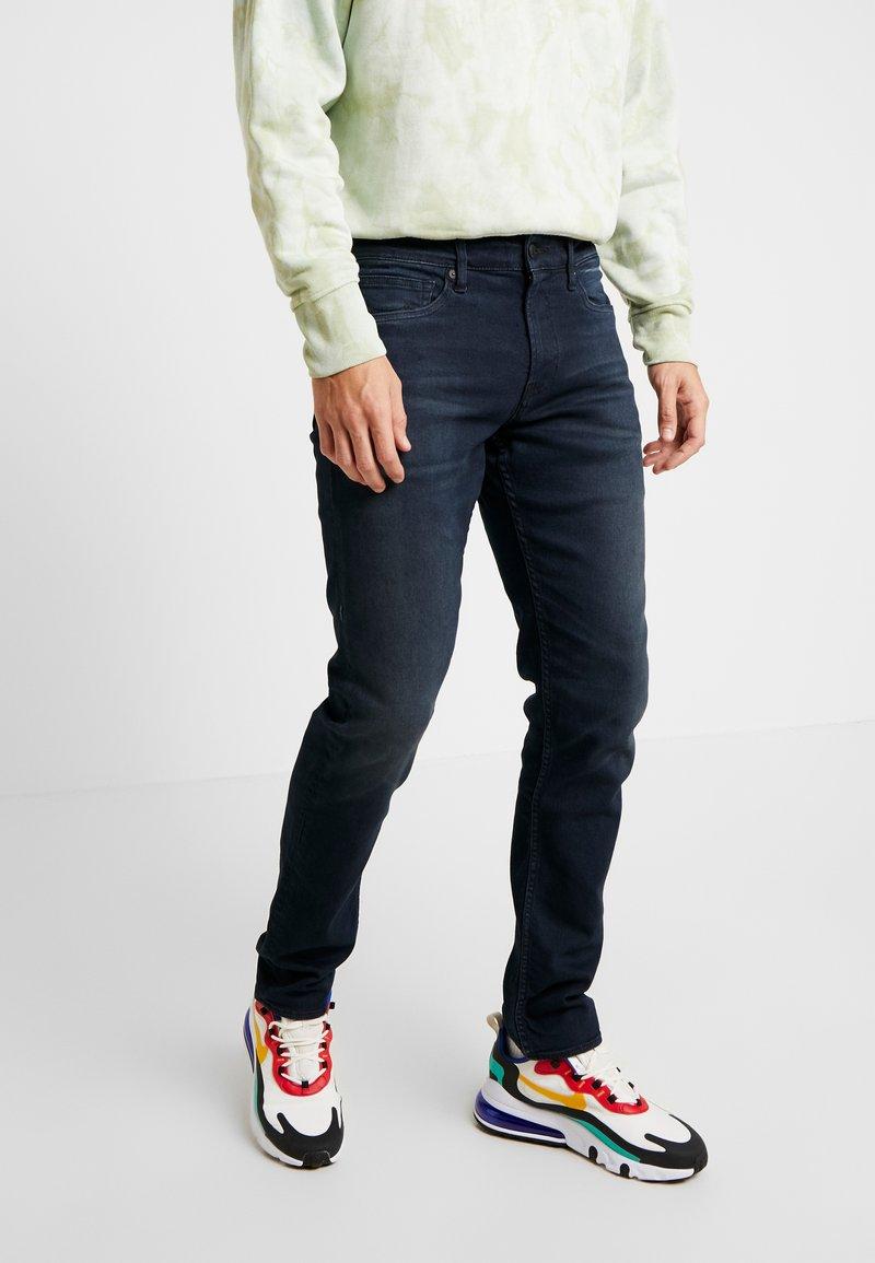 Kings Of Indigo - CHARLES - Jeans Slim Fit - nesta intense